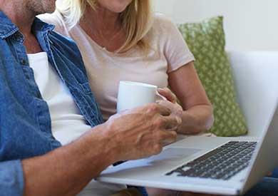carousel-couple-laptop-hands-coffee-390x275