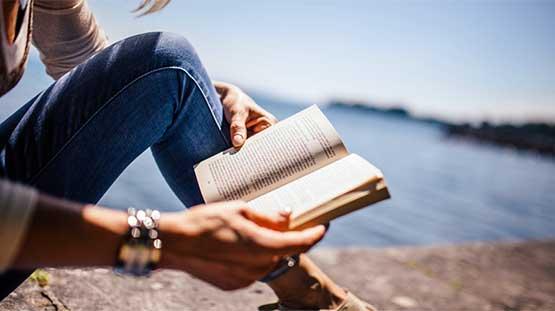 Reading-benefits-DM-lifestyle-FancyCraveLXCMDRFA51-555x311